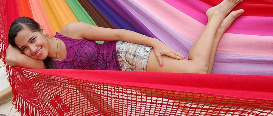 2 - Bekijk onze kleurrijke Braziliaanse hangmatten</a>.