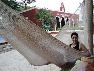 ensfarvede mexicanske hængekøjer